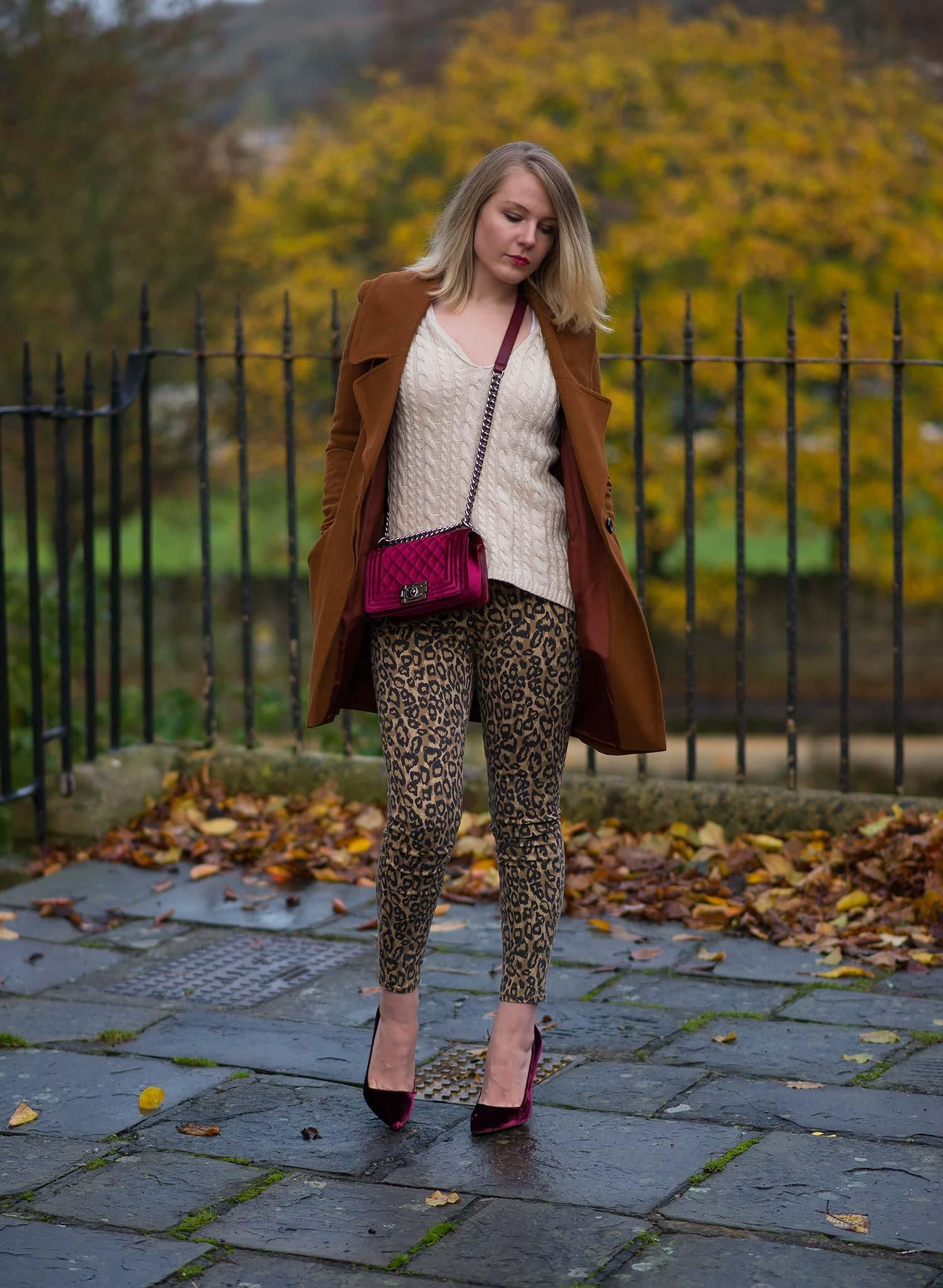 lorna-burford-leopard-jeans-velvet-bag-outfit-street-style
