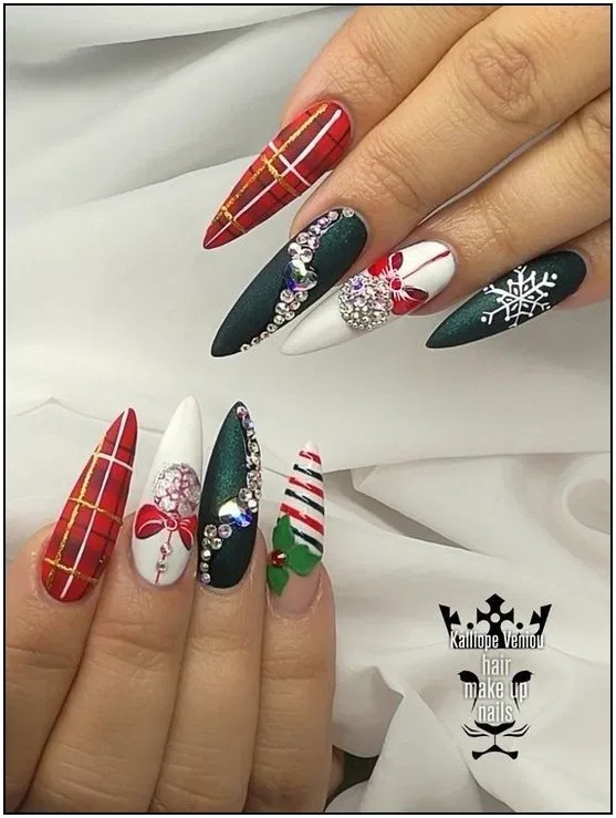 145 Gorgeous Christmas Nail Art Ideas To Beautify The Moment Page 16 Armaweb07 Com Christmas Nail Art Designs Christmas Nail Designs Xmas Nails