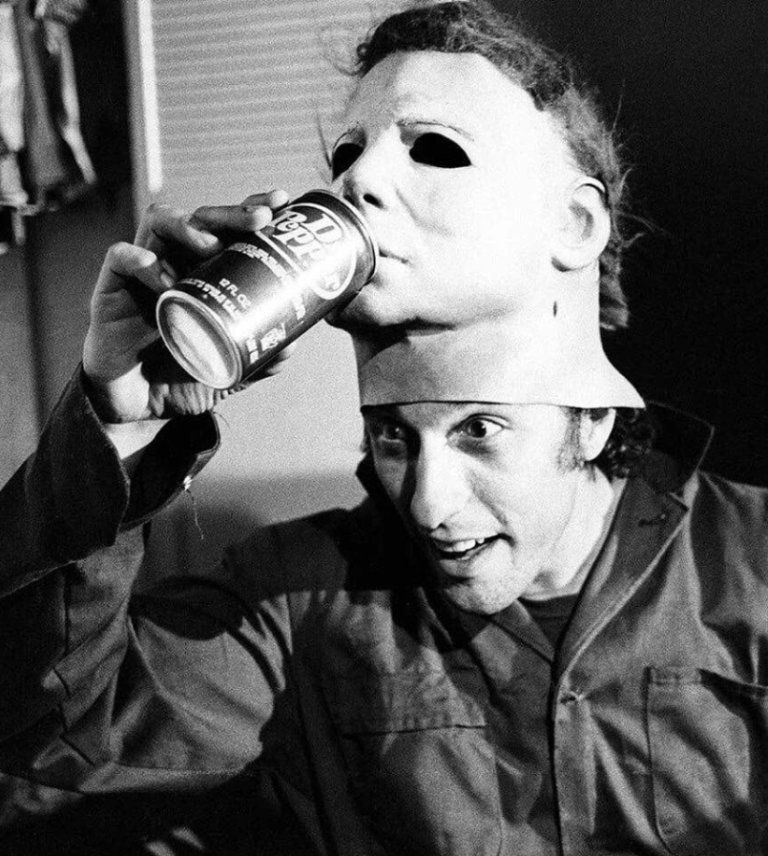 New 'Halloween' BTS Image Recreates Iconic Michael Myers