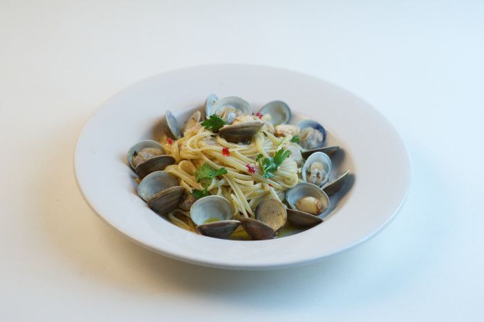 This Spaghetti Vongole recipe with clams and garlic is simple, fresh and authentically Italian!