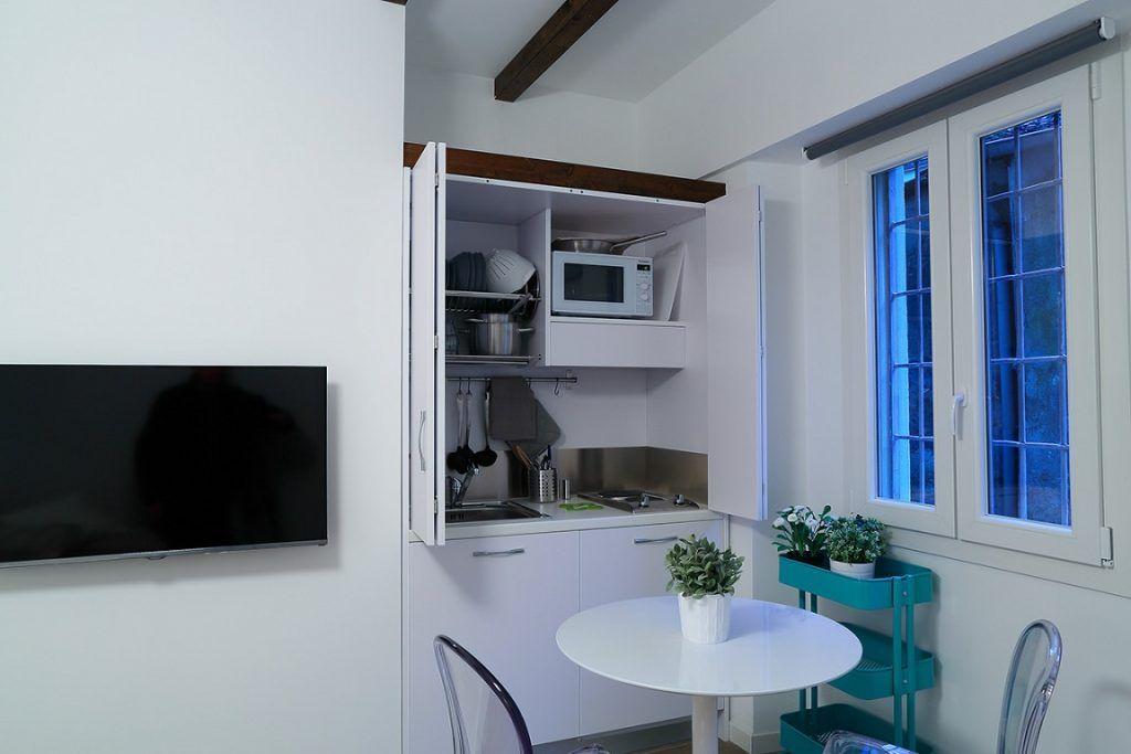 Mini Cucine monoblocco a scomparsa, progettate per piccoli spazi ...