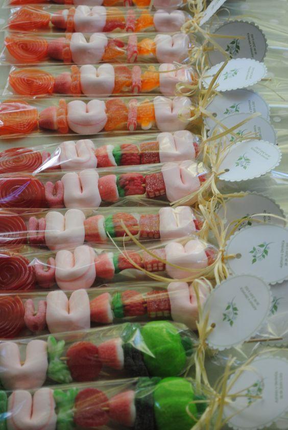 Brochetas de dulce para bodas Mesa de dulces Pinterest