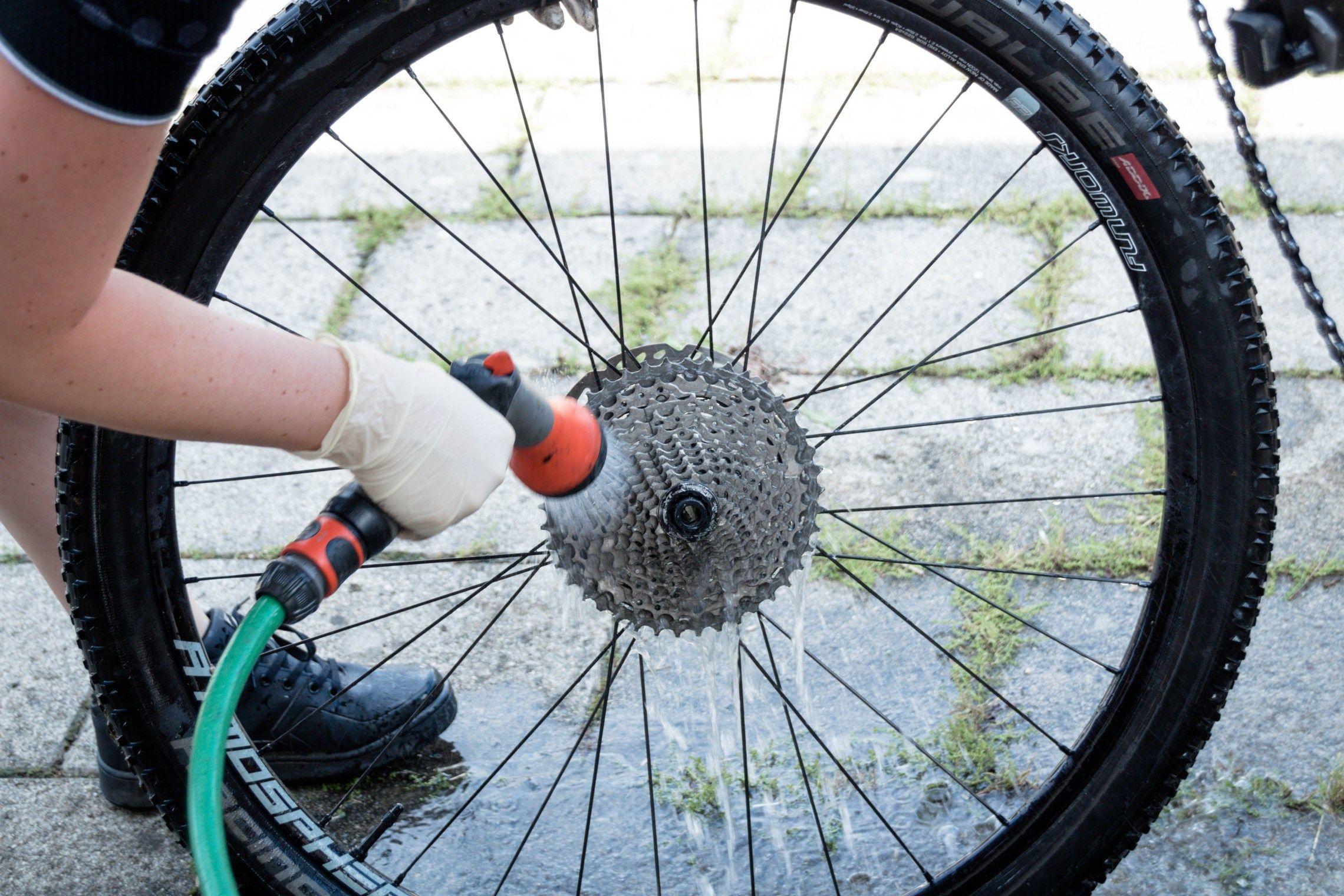 title tipps und tricks fahrrad reinigen fahrradkette reinigen und fahrrad. Black Bedroom Furniture Sets. Home Design Ideas