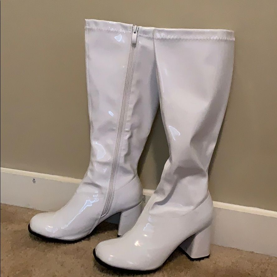 White gogo boots size 8 (With images