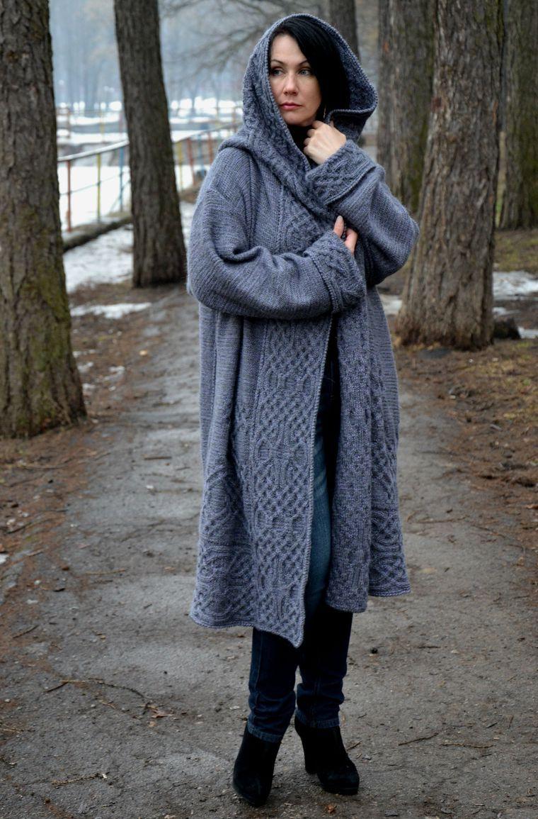 зрителей ассоциируется пальто вязаные с капюшоном модели фото часть дня