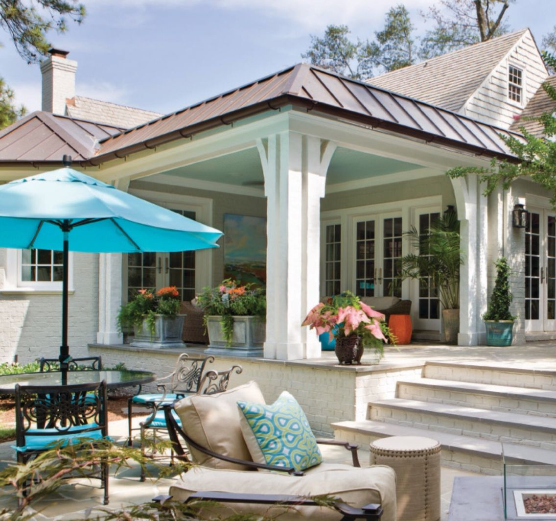 How to give a flat roof covered pergola some form with a for Outdoor porches and patios