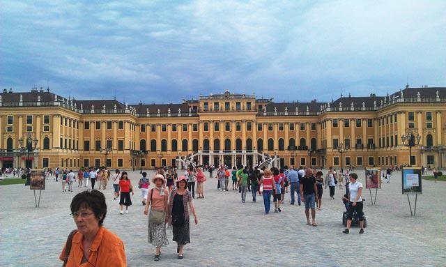 Wenen bezoeken vanuit Bratislava? Lees hoe en wat je niet mag missen in Wenen! http://travelaar.nl/bezienswaardigheden-wenen/… #austriavienna