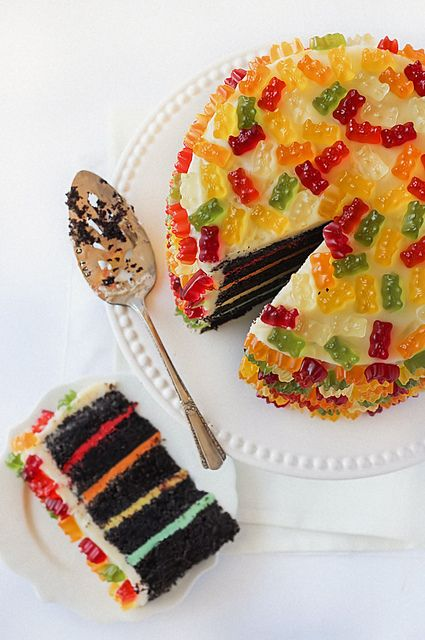 Gummy Bear Layer Cake By Raspberri Cupcakes This Is So Fun I M Going To Try This In Cupcake Form For Father S Day Gummy Bear Cakes Bear Cakes Desserts