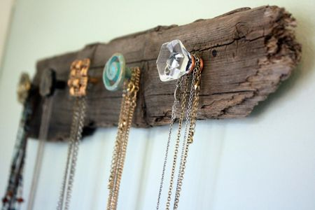 wood-necklace-holder-fi