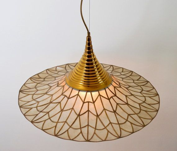 Mother-of-pearl nacre Muschelplättchen ceiling lamp pendant chandelier, Made in Italy, 1970, Hollywood Regency Mid-Century Modern