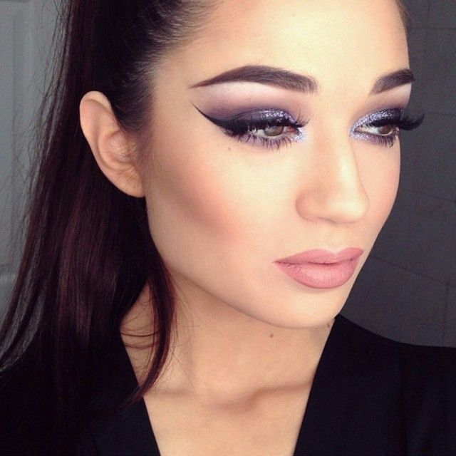 """Using our Complement Palette and Lipstick in Bare @clairehuskie looks ravishing here! #illamasqua #muotd #makeup #mua #makeupartist #instalike #selfie…"""