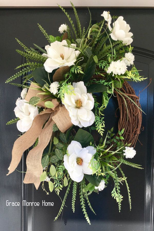 How to Make a Farmhouse Magnolia Wreath - DIY Wreaths & Crafts  This diy farmhouse style magnolia wreath is the perfect way to add southern charm to your home! Lea #crafts #diy #farmhouse #magnolia #wreath #wreaths