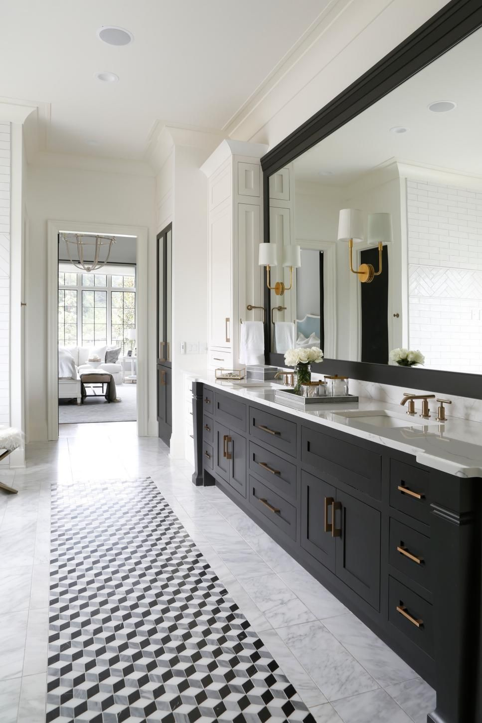 Traditional Black And White Master Bathroom With Double Vanity And ...