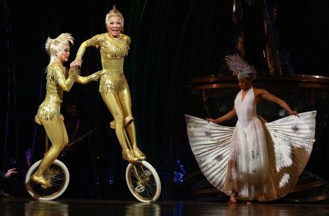 Satomi And Yuka Sakaino Perform On Their Unicycles During The Calgary Premiere Of Cirque Du Soleil S Amaluna On Wednesday Apri Cirque Du Soleil Cirque Premiere