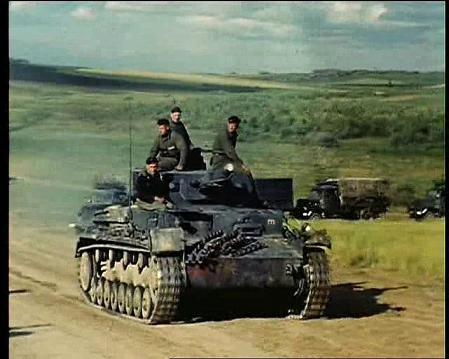german world war 2 colour panzer iv tank at full speed