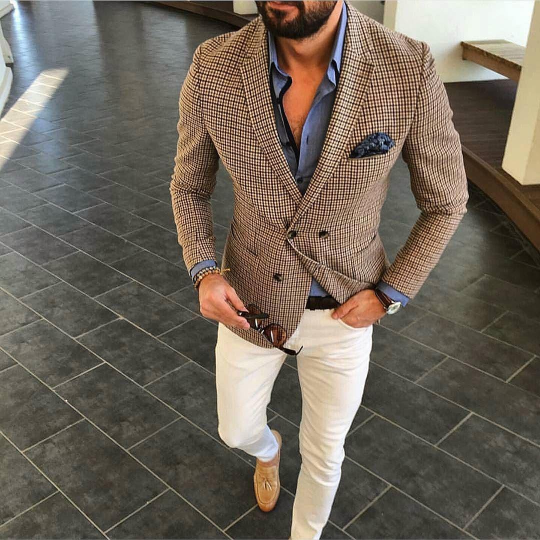 Great photo from my friend @tufanir  Love the style bro!  #dandyback  #dandy #dapper #menwithtyle #menwithclass #standout #oldschool #suitandtie #fashion #blazer #classy #fashion #blazer #extravagant #suitup #style #hanky #tiegame #classy #fashion #blazer #preppy by dandy_gentlemen