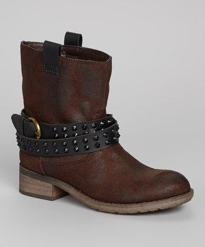 Add a little edge to any ensemble with these totally boss boots. A decorative buckle strap lined with studs shouts attitude without screaming too loud, while the rubber sole provides cushioning support.