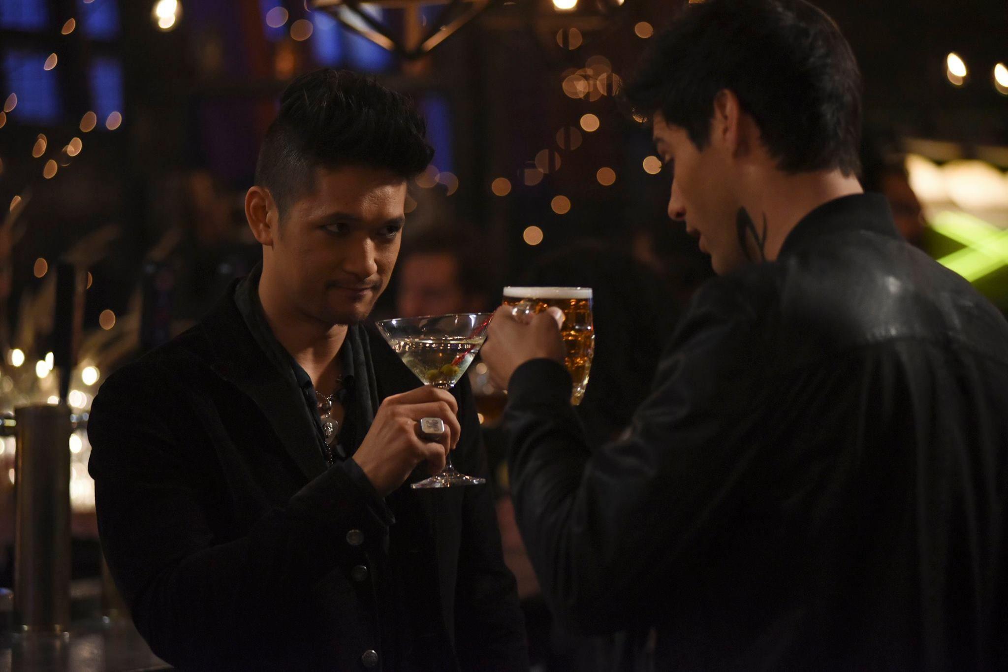 "Shadowhunters 2x06 ""Iron Sisters"" - Magnus and Alec"