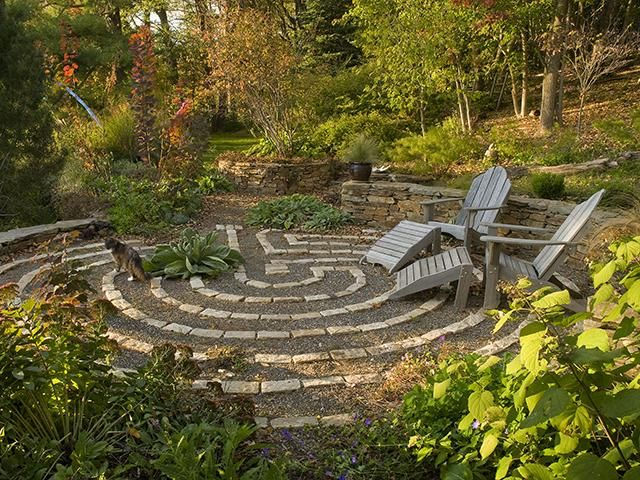 meditative garden labyrinth