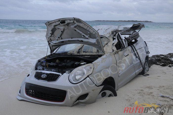 Picanto crash on the beach (st marteen)