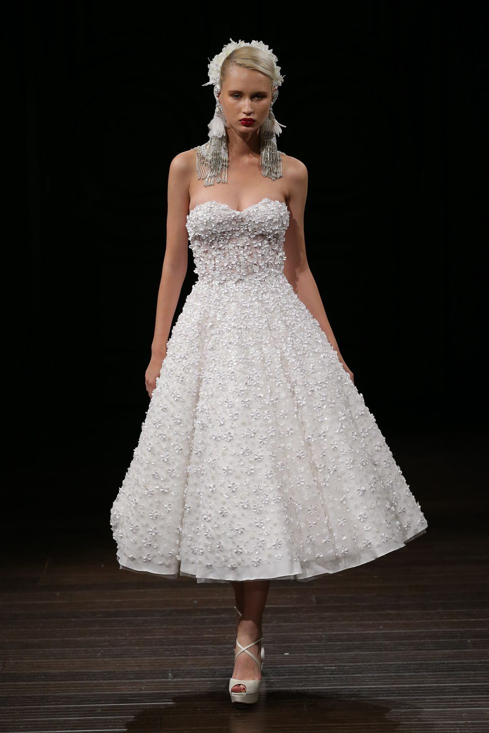 cute short wedding dress for fall from runaway short