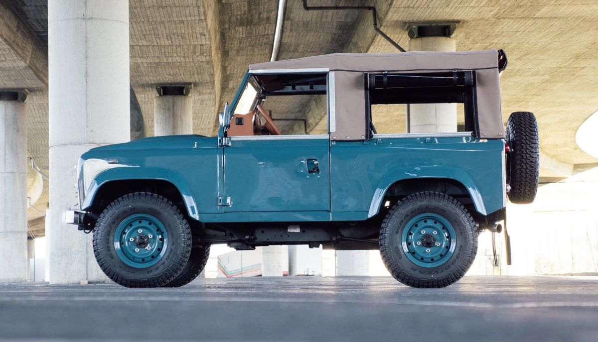 Land Rover Marin >> This Marine Blue Land Rover Defender 90 Is Simply Perfect