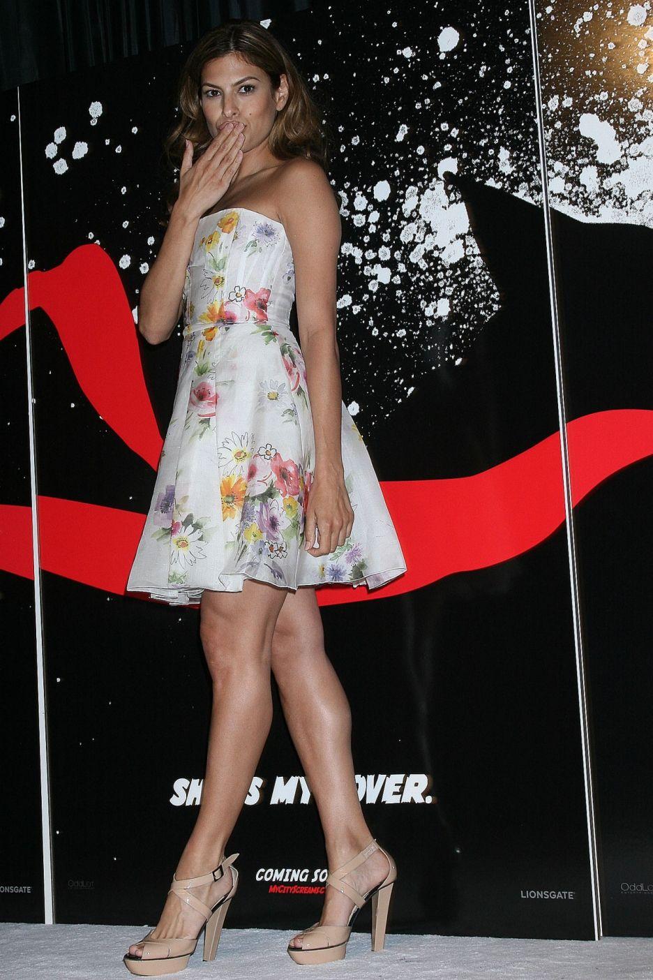 Eva Mendes sexy legs i...