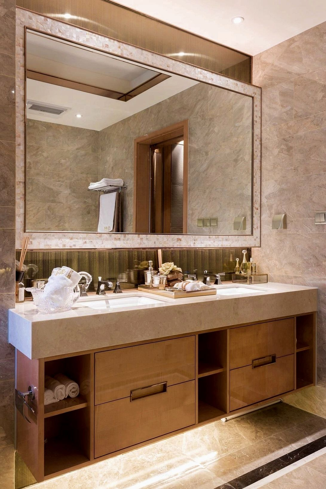 Bathroom Decor Diy Tips This Permits The Child To Participate In Clear Some Time And Organize Toys In Suc Bathroom Design Decor Bathroom Decor Bathroom Style