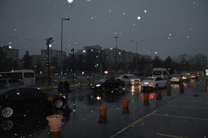 Kente yılın ilk karı düştü