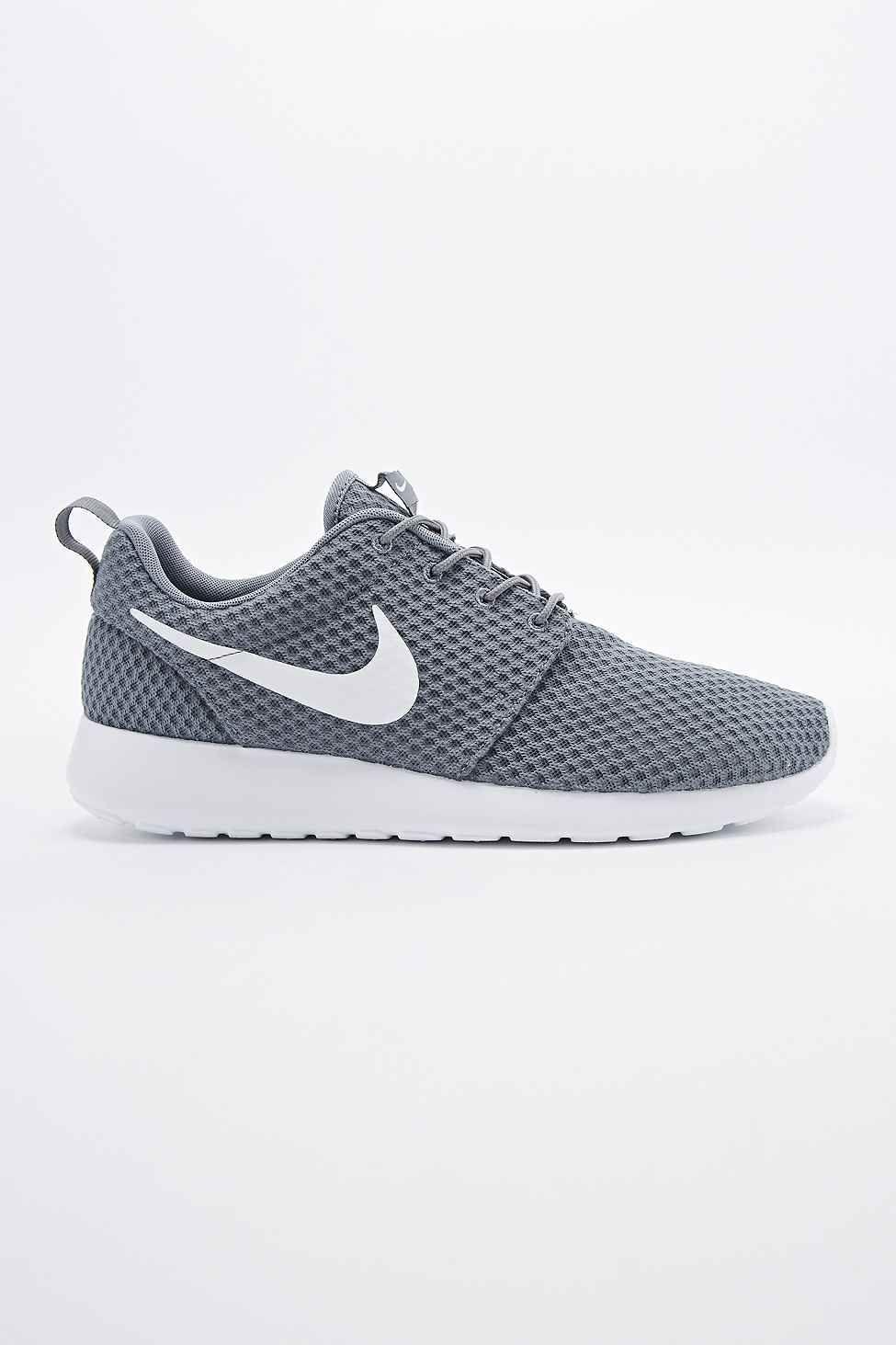 Nike - Baskets Roshe Run gris frais