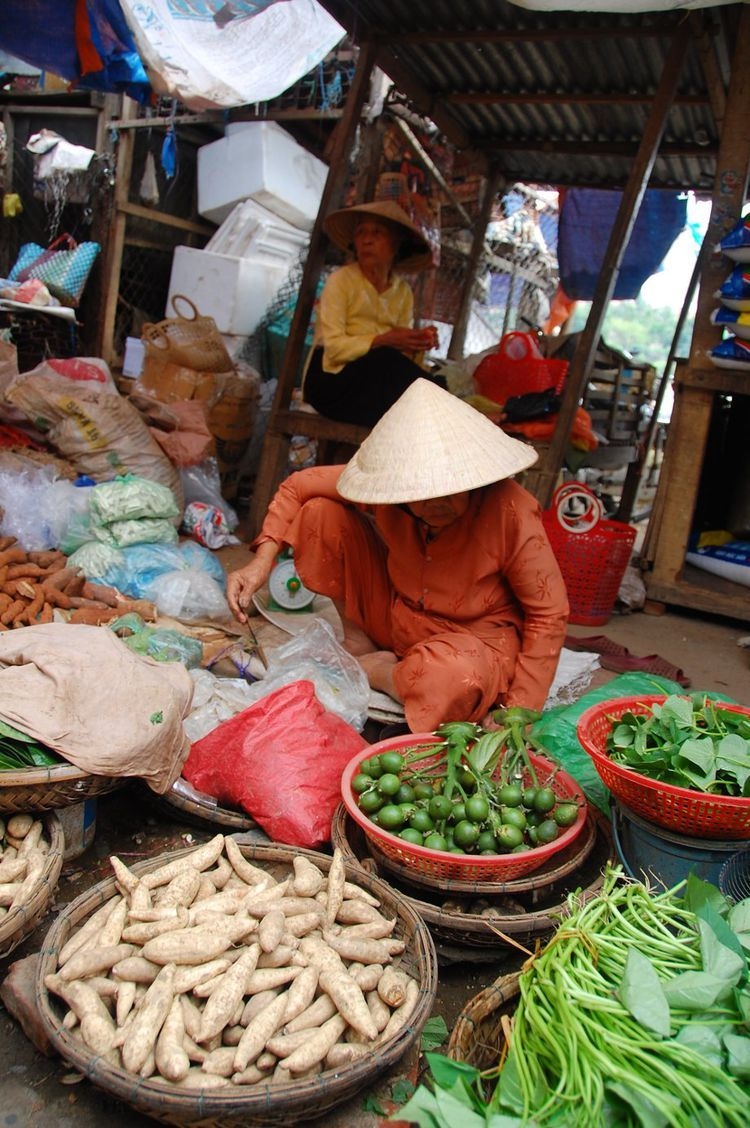 Learn About Vietnam's Currency Before You Go Street food