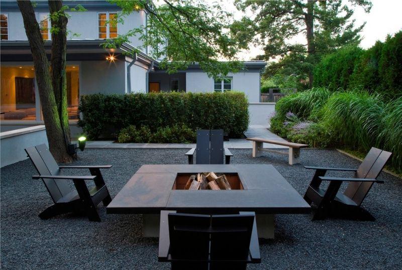 Gartengestaltung-Kies-Bett-Graeser-Feuerstelle-Freien Terrasse - garten mit grasern und kies
