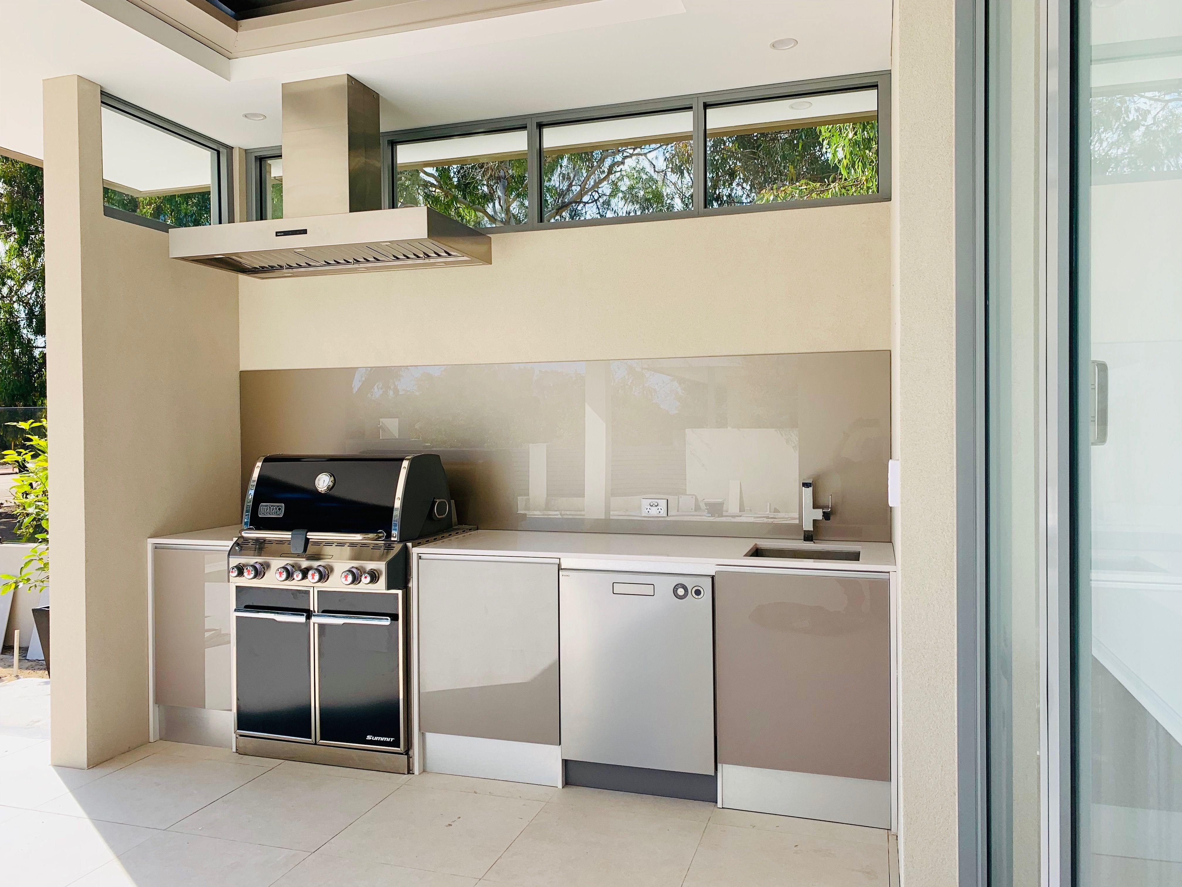We are Perth's Outdoor Kitchen Specialists with showrooms