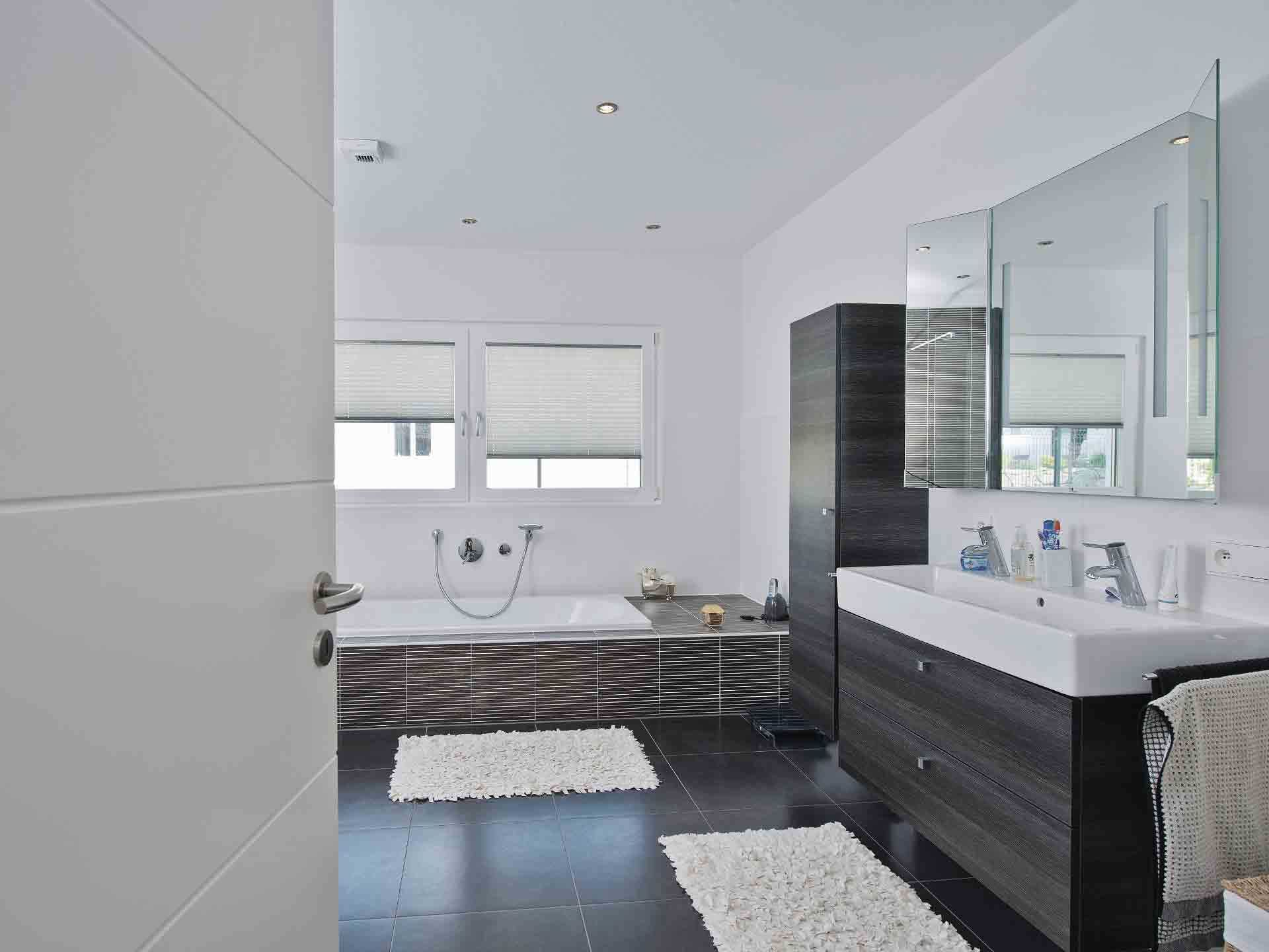 Luxusvilla Im Bauhaus Stil Weberhaus In 2020 Luxus Villa Weber Haus Kubus Haus