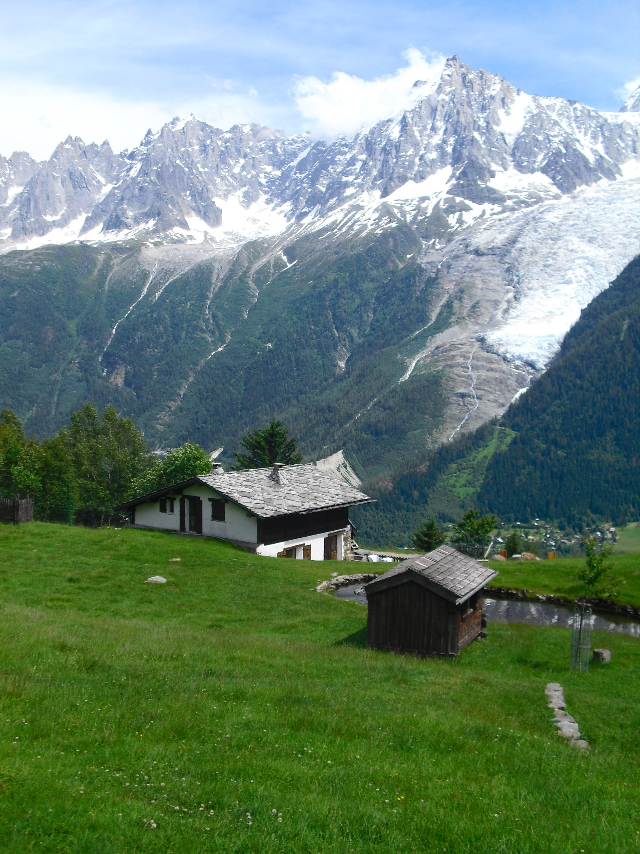 El parque de Merlet con vistas a los Alpes franceses, al fondo el glaciar y la montaña Aiguille du Midi