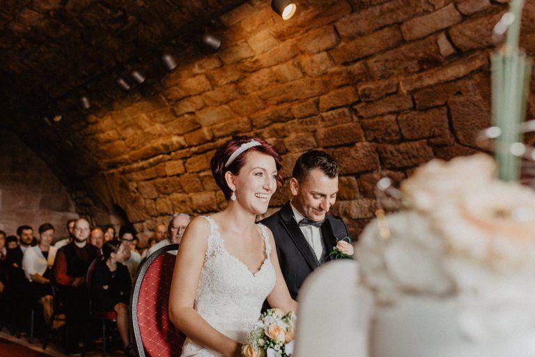 glückliche Braut, glücklicher Bräutigam, Vintage-Hochzeit ...