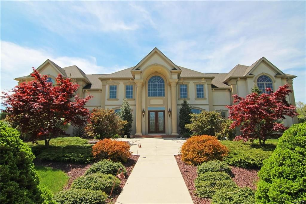 3725 Carrington Cir Bethlehem Twp Pa 18045 Justlisted Relax In This Grand French Provincial Home With Sup French Provincial Home Luxury Homes Lehigh Valley