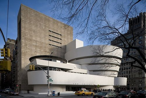 Museum Guggenheim, Nova York, EUA - Frank Lloyd Wright (Imagem retirada da Coleção Folha Grandes Arquitetos)