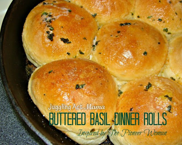 Buttered Basil Dinner Rolls from #jugglingactmama #dinnerrolls #pioneerwoman