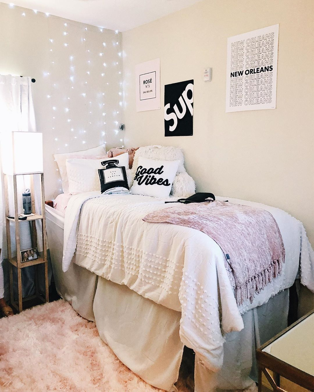 How To Style Your Room With Minimalistic Posters Dorm Room Designs Pink Dorm Rooms Girls Dorm Room