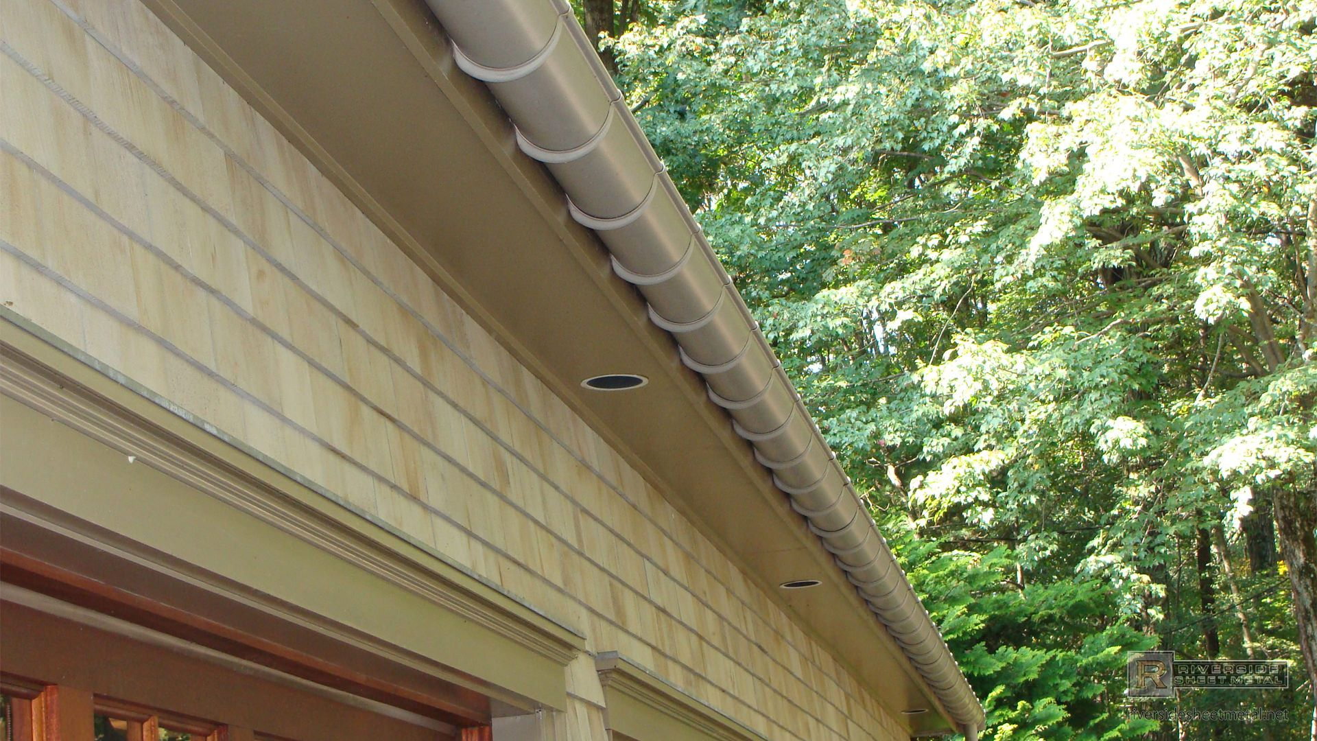 Half Round Single Bead Eggshell Aluminum Gutter View 2 With Images Gutter Colors Gutters Copper Gutters