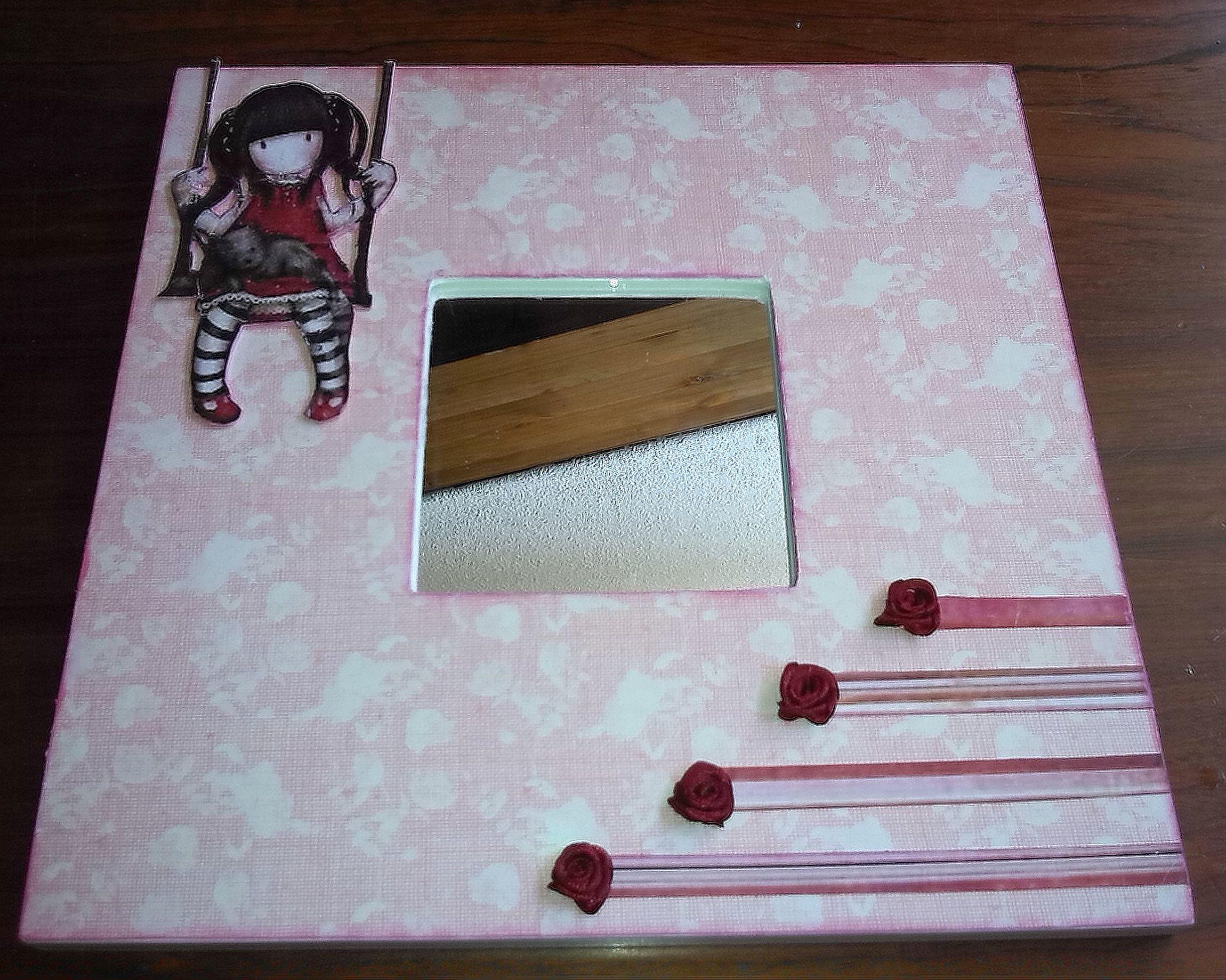 Espejo de malma decorado con papel de scrapbook gorjuss - Espejo infantil ikea ...