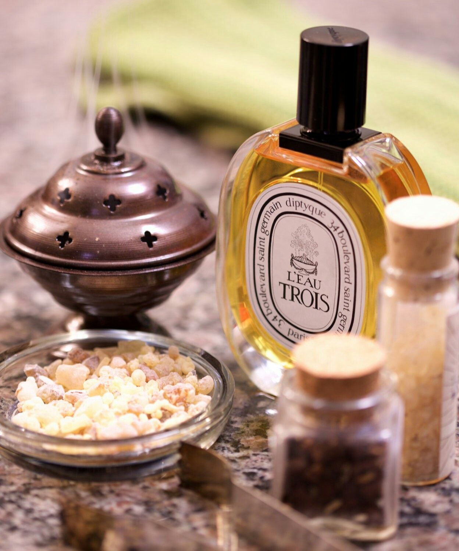 Diptyque L'Eau Trois dark perfume scents mysterious scent dark smelling perfume dark mysterious fragrance