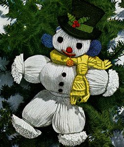 Snowman crochet pattern published in Crochet for Christmas, Star Book #83.