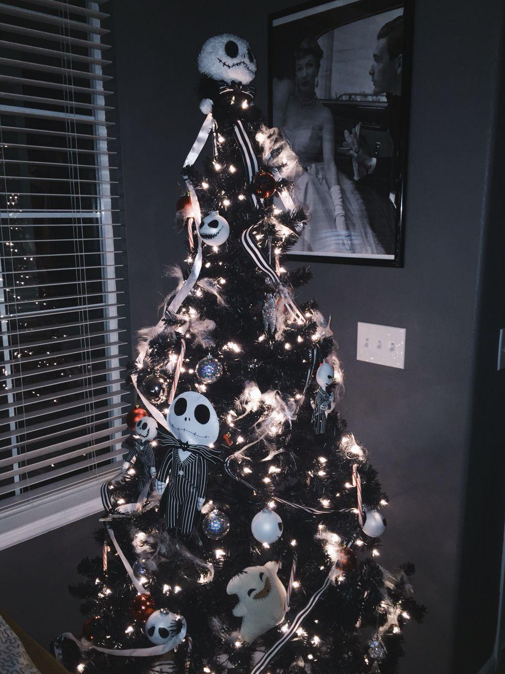 The Nightmare Before Christmas themed Christmas tree ...