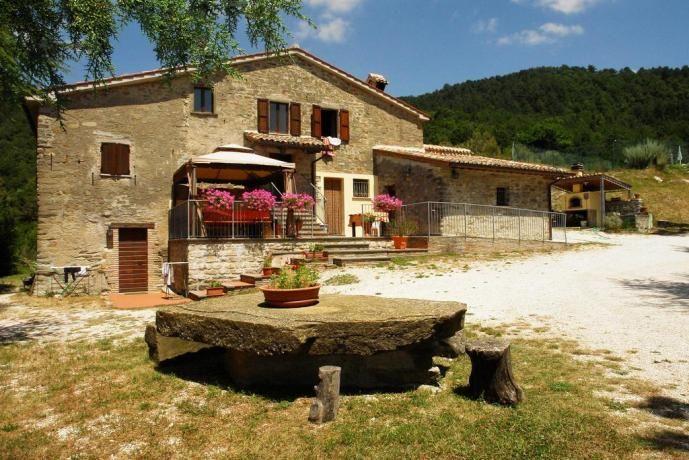 Offerta AgostoAgriturismo vicino Gubbio, con appartamenti
