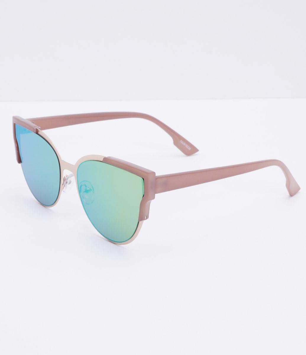 141b86a3c6c46 Óculos de sol feminino Modelo gateado Hastes em acetato Lentes fumê  Proteção contra raios UVA