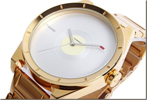 654db5bc832 A Chilli Beans anunciou o lançamento de sua coleção de relógios e óculos de  sol inspiradas na banda inglesa The Beatles. Com submarinos