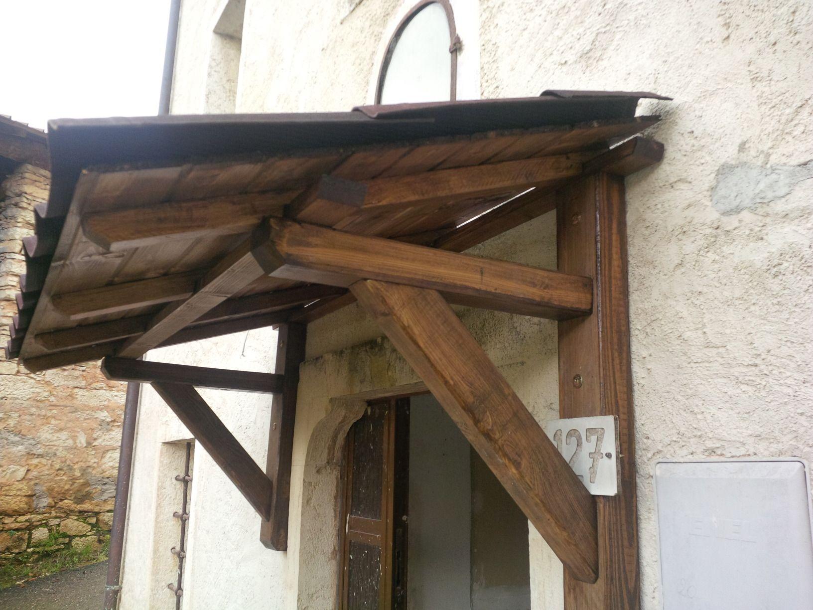 Tettoia in legno riciclato da pallet e imballi come for Costruire una scala in legno per soppalco