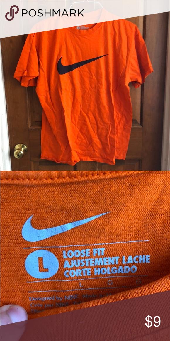 convergenza Email aborto  Orange Nike short sleeve shirt   Orange t shirts, Short sleeve shirt, Nike  shorts
